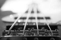 Detalle de la guitarra baja Fotografía de archivo