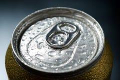 Detalle de la lata de cerveza fotos de archivo libres de regalías