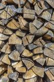 Detalle de la madera sujetada con grapa del fuego Fotografía de archivo