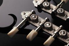 Detalle de la mandolina en fondo negro Fotos de archivo libres de regalías