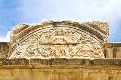 Detalle de la medusa del templo de Hadrian, Ephesus Fotos de archivo libres de regalías