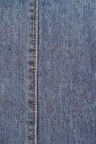 Detalle de la mezclilla azul foto de archivo libre de regalías