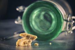 Detalle de la migaja de la cera del concentrado de la extracción de la marijuana aka Foto de archivo libre de regalías