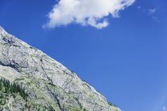 Detalle de la montaña rocosa Imagen de archivo libre de regalías