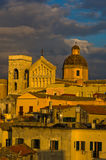 Detalle de la opinión panorámica céntrica de Cagliari en la puesta del sol en Cerdeña Imágenes de archivo libres de regalías