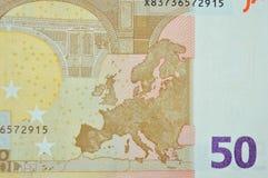 Detalle de la parte posterior del billete de banco del euro cincuenta con el mapa de Europa Imágenes de archivo libres de regalías
