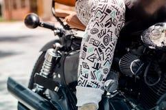 Detalle de la pierna del motorista Imagen de archivo libre de regalías