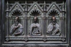 Detalle de la puerta de bronce principal de Milan Cathedral imagen de archivo
