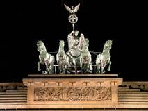 Detalle de la puerta de Brandenburgo en la noche Imágenes de archivo libres de regalías