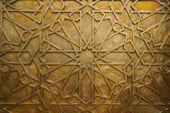 Detalle de la puerta de cobre amarillo en el palacio real en Fes, Marruecos. I Imagen de archivo
