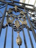 Detalle de la puerta del hierro labrado Fotos de archivo libres de regalías