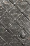 Detalle de la puerta medieval del hierro Imagen de archivo libre de regalías