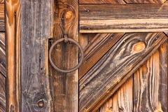 Detalle de la puerta rústica Foto de archivo