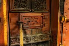 Detalle de la puerta vieja del horno del calentador de aire del siroco Este horno del vintage manufacturado por Davidson fotos de archivo libres de regalías