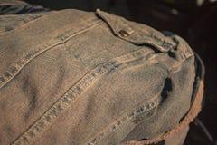 Detalle de la puntada de los vaqueros fotografía de archivo libre de regalías