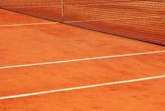 Detalle de la red y las líneas de un campo de tenis Foto de archivo libre de regalías