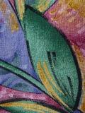 Detalle de la tela de algod?n producido en Italia, multicolora con las l?neas, los movimientos y las curvas imagen de archivo