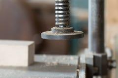 Detalle de la tirada en el taller de la carpintería - profundidad baja de Imágenes de archivo libres de regalías