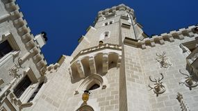Detalle de la torre del ¡de Hlubokà del castillo imagen de archivo