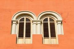 Detalle de la ventana colonial Foto de archivo
