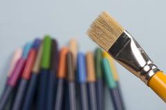 Detalle de las cerdas de cepillo con el fabricante de la extremidad de la pluma en el fondo imagen de archivo