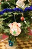 Detalle de las decoraciones del árbol de navidad Imagen de archivo libre de regalías