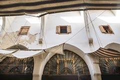 Detalle de las paredes en el Souks tradicional en Trípoli, Líbano Foto de archivo