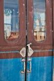 Detalle de las puertas, carros desarmados viejos del tren, fotos de archivo