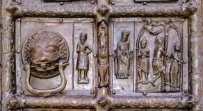 Detalle de las puertas de bronce de St Sophia Cathedral Imagenes de archivo