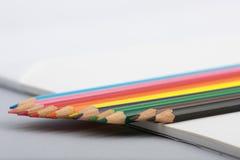 Detalle de las puntas coloreadas del lápiz Imágenes de archivo libres de regalías