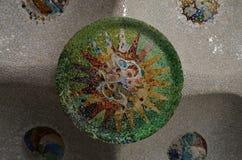 Detalle de las tejas de mosaico en el tejado de Sala Hipostila en la ana del ¼ del parque GÃ en Barcelona, España Foto de archivo libre de regalías