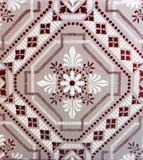 Detalle de las tejas tradicionales de la fachada de la casa vieja fotos de archivo libres de regalías