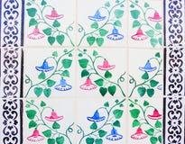 Detalle de las tejas tradicionales de la fachada de la casa vieja Azulejos decorativos Tejas tradicionales valencianas Modelo 08 Foto de archivo libre de regalías