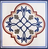 Detalle de las tejas tradicionales de la fachada de la casa vieja Azulejos decorativos Tejas tradicionales valencianas Modelo 08 imágenes de archivo libres de regalías