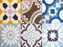 Detalle de las tejas tradicionales de la fachada de la casa vieja Azulejos decorativos Tejas tradicionales valencianas Modelo 08 Fotografía de archivo libre de regalías