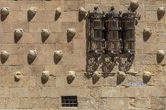 Detalle de las ventanas de la casa de las conchas Imágenes de archivo libres de regalías