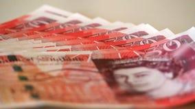 Detalle de los billetes de banco de 50 libras con la cara de la reina del Reino Unido Imagen de archivo libre de regalías