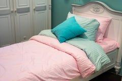Detalle de los dormitorios para las muchachas foto de archivo