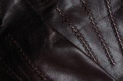 Detalle de los guantes de cuero de Brown Imágenes de archivo libres de regalías