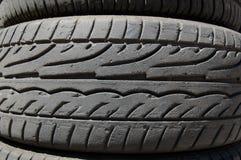 Detalle de los neumáticos de goma Fotos de archivo libres de regalías