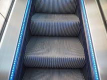 detalle de los pasos de escalera móvil Fotos de archivo