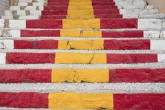 Detalle de los pasos mediterráneos de la calle hechos de piedras del guijarro y de p Imagenes de archivo
