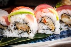 Detalle de los rollos de sushi frescos y healty Foto de archivo libre de regalías