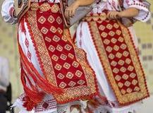 Detalle de los trajes populares rumanos tradicionales para las mujeres fotografía de archivo libre de regalías