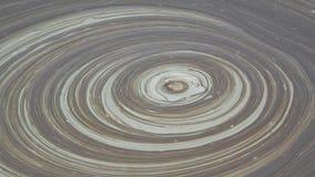 Detalle de los volcanes del fango que burbujean y que crean formas y texturas abstractas almacen de metraje de vídeo