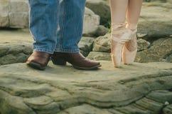 Detalle de los zapatos de una novia Fotos de archivo