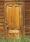 Detalle de madera de la puerta en un edificio de piedra Foto de archivo