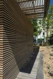 Detalle de madera Promenade du Paillon Nice del edificio Imagenes de archivo