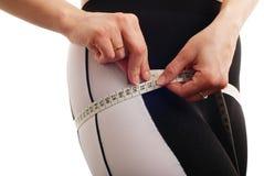 Detalle de medición de la cintura de la mujer - aislado Fotografía de archivo libre de regalías