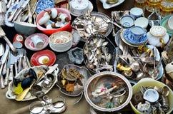 Detalle de mercancías en el mercado de pulgas en Bruselas foto de archivo libre de regalías